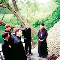 Студенты Томской Духовной Семинарии во время паломничества по святым местам Подмосковья