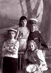 Слева направо: Борис, Татьяна, Георгий и София Гримблит