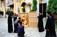Братия Иверского монастыря провожают список Иверской иконы в Сибирь