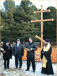 В д.Поросино состоялось освящение поклонного креста, сделанного руками школьников