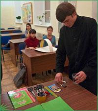 Школьники Томска познакомились с Рождественскими традициями в ходе мастер-класса в ТДС