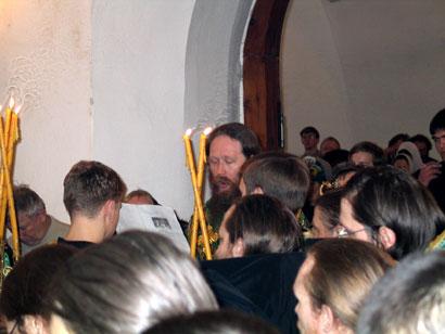 Владыка Ростислав читает молитву святому праведному Феодору Томскому