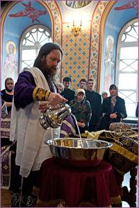 В Четверг Страстной седмицы архиепископ Ростислав совершил Чин умовения ног