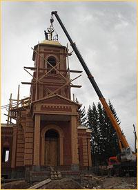 На храм новомученицы Татианы в Богашево установлены купола и кресты
