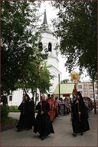 13 августа, в канун праздника Происхождения (изнесения) честных древ Животворящего Креста Господня, состоится традиционный общегородской крестный ход.