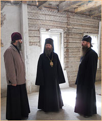 Архиепископ Ростислав посетил Дом сестринского ухода в Томске и ознакомился с ходом строительных работ