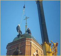 На строящийся храм в с.Мельниково установлены купола и колокола