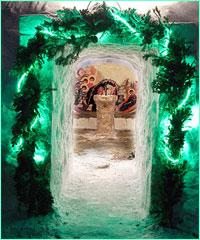 В дни предпразнства Рождества Христова в Богоявленском соборе завершено строительство снежного вертепа