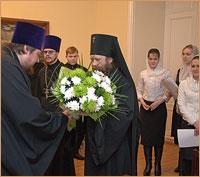 Студенты Томской духовной семинарии поздравили владыку-ректора с праздником Рождества Христова
