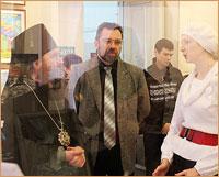 Архиепископ Ростислав посетил Рождественскую выставку