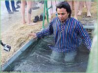 В Томске на Белом озере проходят Крещенские купания