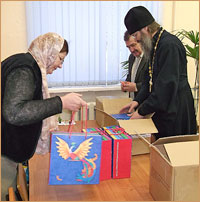 Слабовидящим детям переданы тактильные книжки-подарки