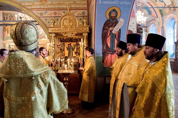 ...во Владимирской губернии в бедной семье церковного причетника, а в 1843 его семья переехала на жительство в Сибирь.