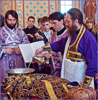 В четверг Страстной седмицы митрополит Ростислав совершил Чин умовения ног