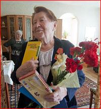 Молодежь Богоявленского собора г.Томска поздравила ветеранов