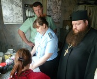 Священнослужители приняли участие в рейде судебных приставов в Асино