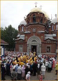Митрополит Ростислав совершил богослужения в Петропавловском соборе Томска
