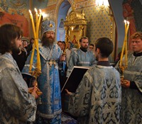 В праздник Успения Божией Матери митрополит Ростислав возглавил богослужения в Богоявленском соборе