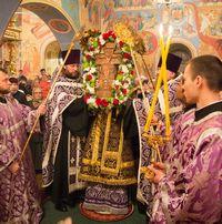 В праздник Воздвижения Честного и Животворящего Креста Господня митрополит Ростислав возглавил богослужения в Богоявленском кафедральном соборе