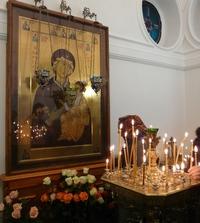 Радуйся, благая Вратарница, двери райския верным отверзающая