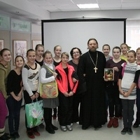 Участники студии танца «Русские забавы» смогли задать интересующие их вопросы священнику