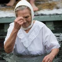 На Белом озере проходят крещенские купания