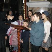 Детский хор Воскресной школы Петропавловского собора принял участие в Литургии Преждеосвященных Даров