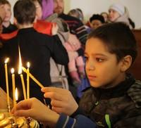 Воспитанники детского дома побывали на детской Литургии в кафедральном соборе и освятили вербы