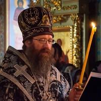 Митрополит Ростислав совершил утреню Великой субботы с чином погребения
