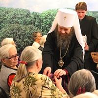 В праздник Пасхи митрополит Ростислав посетил Областной дом ветеранов