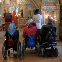 В Воскресенской церкви совершена Литургия для людей с ограниченными возможностями