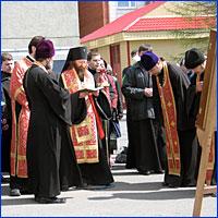 Архиепископ Томский и Асиновский Ростислав благоссловляет миссионеров на Крестный ход