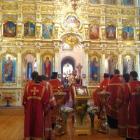 Митрополит Ростислав возглавил пасхальные вечерню и утреню в Воскресенской церкви Томска