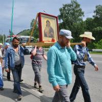 """Молодежь и прихожане томских храмов прошли крестным ходом """"По стопам миссионеров Алтайских"""""""