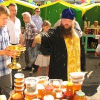 На выставке-ярмарке «Медовый спас» в Томске было совершено освящение мёда нового урожая