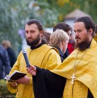 Праздник Семьи, Любви и Верности в Семинарском сквере Томска начался с молебна