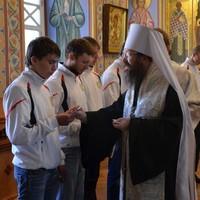Митрополит Ростислав благословил команду томичей рафтеров перед поездкой на сборы в Бразилию