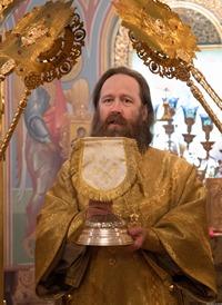 Митрополит Ростислав совершил Божественную литургию в Богоявленском соборе