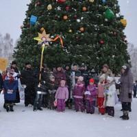 Духовенство Богоявленского собора, воспитанники Воскресной школы и Духовной семинарии поздравили томичей с Рождеством Христовым