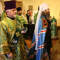 Митрополит Ростислав совершил Божественную литургию в Храме преподобного Серафима Саровского г. Северска
