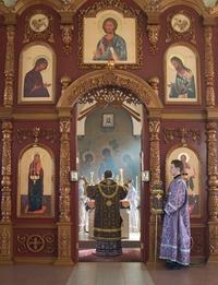 Митрополит Ростислав совершил Литургию в церкви св. апостолов Петра и Павла