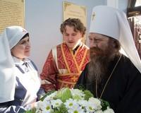 Митрополит Ростислав совершил пасхальные вечерню и утреню в Знаменском храме
