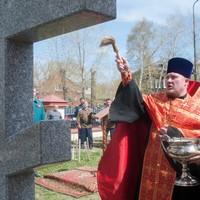 Возле Воскресенской церкви установлен и освящен Поклонный крест в память о погибших в войнах и локальных конфликтах казаках