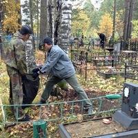 Накануне Троицкой родительской субботы православный молодёжный клуб провёл уборку на кладбище