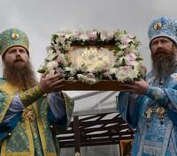 Архиереи Томской митрополии соборно возглавили Крестный ход и Божественную литургию по случаю обретения Богородской иконы Божией Матери