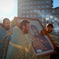 Икона Божией Матери «Троеручица» принесена в г. Северск
