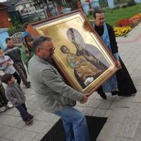 В Спасский храм с.Коларово принесена икона Божией Матери «Троеручица»