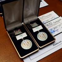 Многодетным семьям двух клириков Томской епархии вручены знаки отличия «Родительская доблесть»