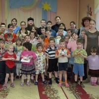 Воспитанники Воскресной школы храма святых апостолов Петра и Павла посетили детский реабилитационный центр «Друг»