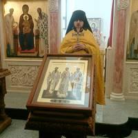 В Трехсвятительском храме Богородице-Алексиевского монастыря совершена Литургия на греческом языке